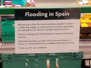 Sign explaining the lack of fruit and vegetables is due to flooding in Spain